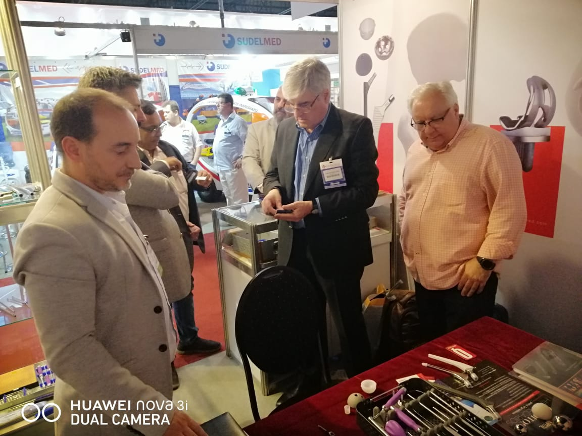 Visitors see SMPL products at Expo_medical 2019
