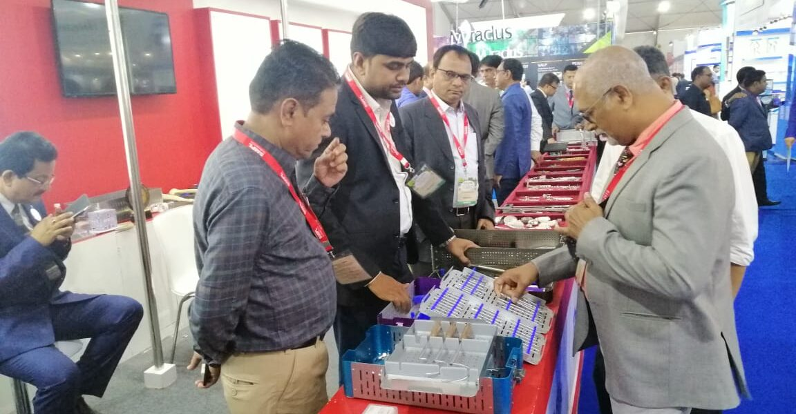 Doctor show SMPL Hip products in IOACON 2019 at Kolkata Conference